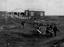 The old Clubhouse and Opening Tee