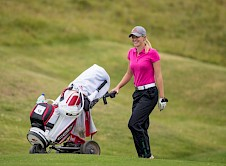 Georgina Mundy. Wot no caddy?